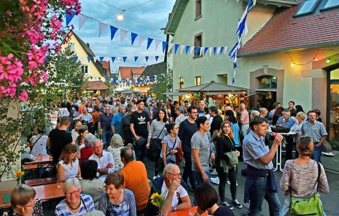 Lauschig wurde es im Waltershofener Do.... Der Besucherzuspruch war beachtlich.  | Foto: Michael Bamberger