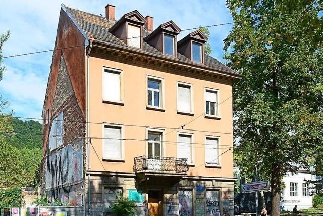 Projekt Stadttunnel: Abriss eines Hauses in Freiburg beginnt