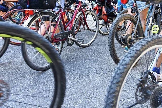 Zwei Radfahrer stoßen in Lörrach zusammen – Polizei sucht Zeugen