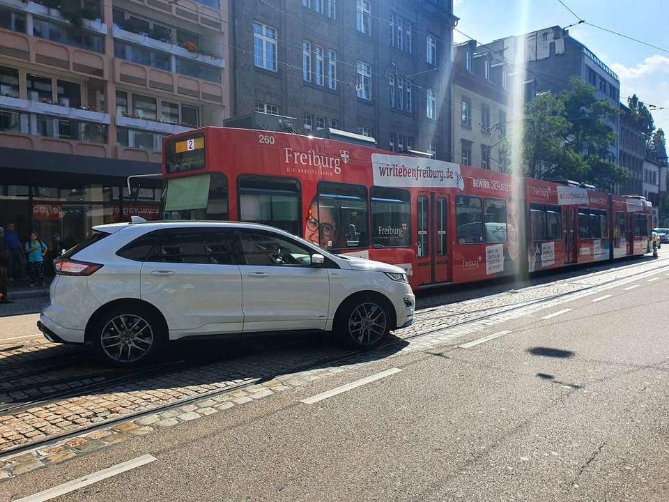 Der Unfall am Dienstagmittag beeinträchtigt den Tramverkehr.  | Foto: Sina Schuler