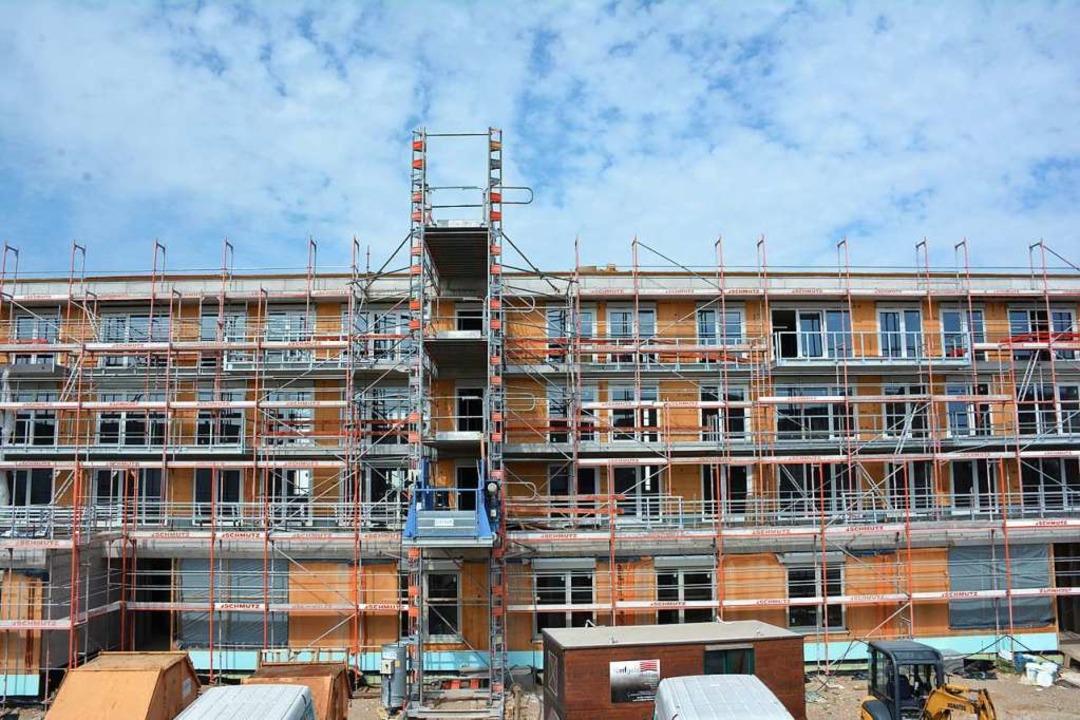 36 Wohnungen der Städtischen Wohnbau a...tig. 22 sind schon an Mieter vergeben.  | Foto: Hannes Lauber