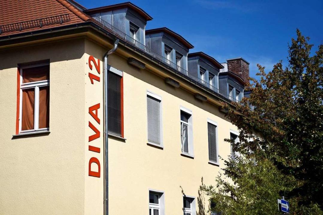 Das Diva-Haus war bis zum Abzug der fr... der 1990er Jahre ein Kasernengebäude.  | Foto: Thomas Kunz