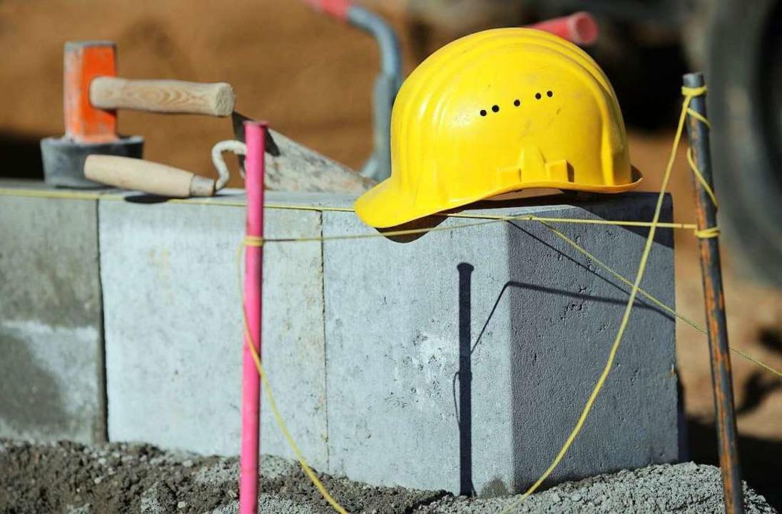Der Angeklagte soll neun Scheinselbstständige auf Baustellen beschäftigt haben.  | Foto: Jens Wolf