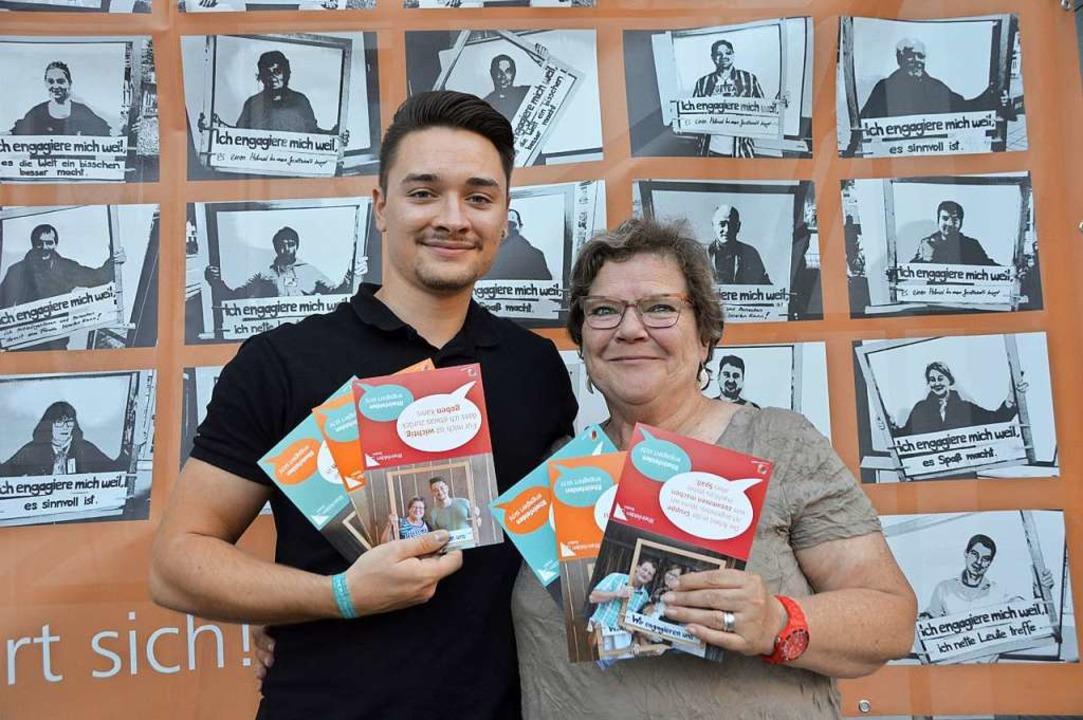 Noé Tortomasi und Heidi Weiß, zwei Ehrenamtliche aus zwei Generationen.  | Foto: Horatio Gollin