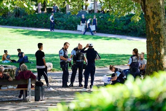 Polizei auf Drogensuche am Stühlinger Kirchplatz
