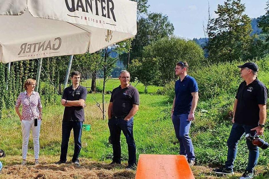 Die Gäste werden offiziell begrüßt, unter anderem von der Geschäftsführung der Brauerei Ganter, Katharina Ganter-Fraschetti (ganz links) und Detlef Frankenberger (ganz rechts). (Foto: Fabian Schächtele)