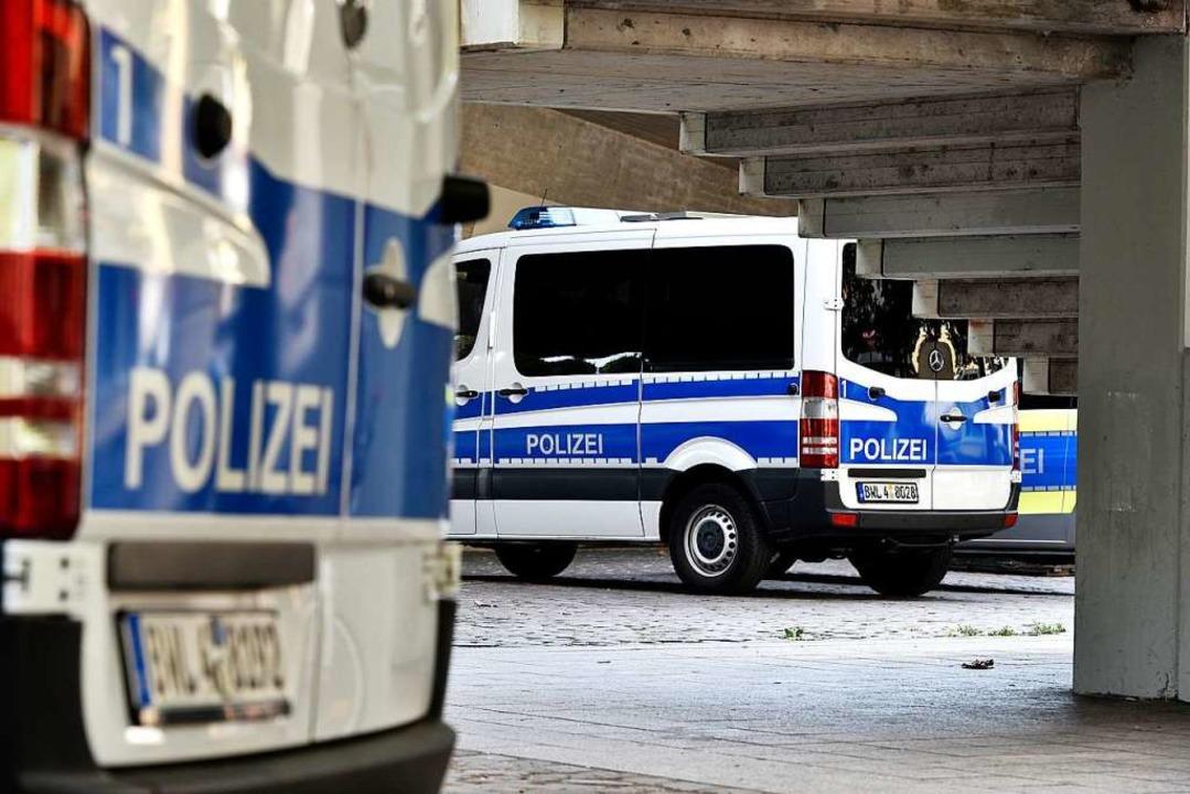 Großkontrolle der Polizei am Dienstagnachmittag auf dem Stühlinger Kirchplatz  | Foto: Thomas Kunz