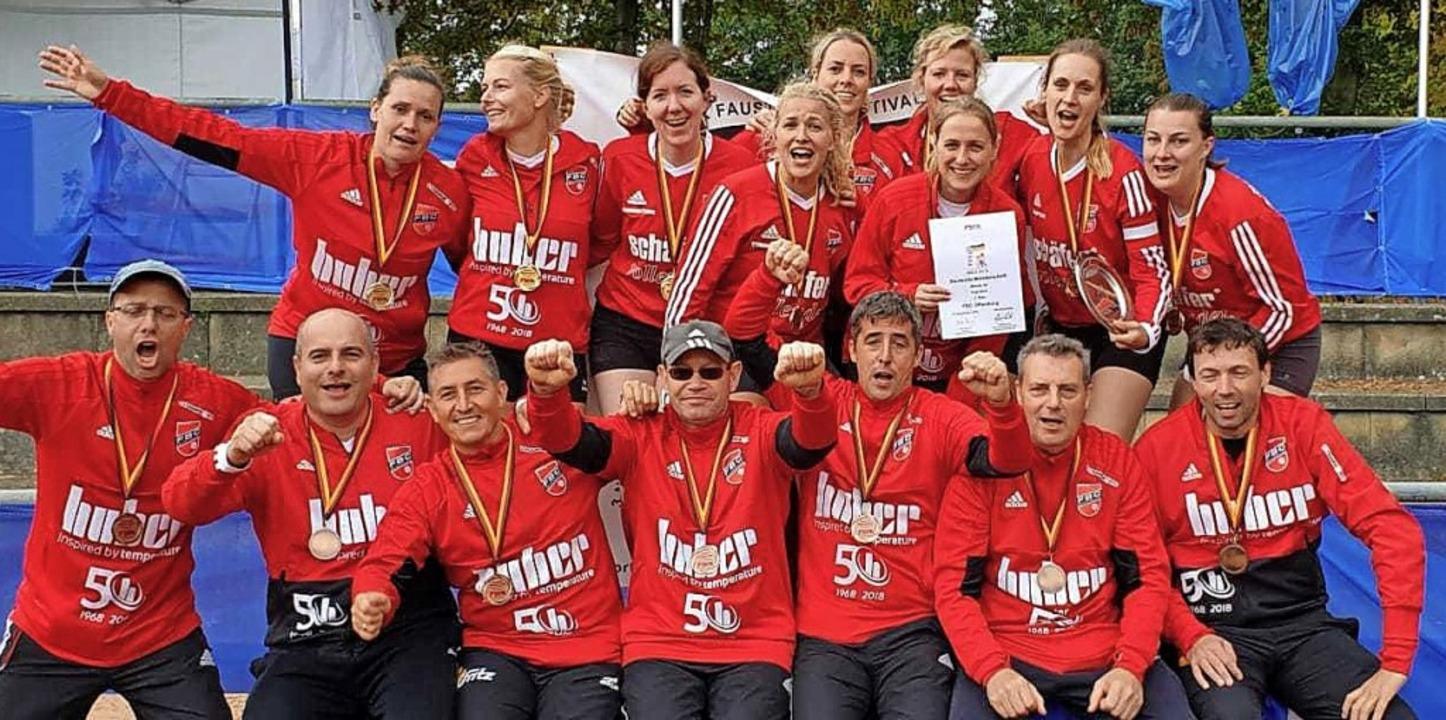 Die beiden FBC-Teams. Hinten von  link...ommknecht; es fehlt: Bernd Konprecht.   | Foto: Privat