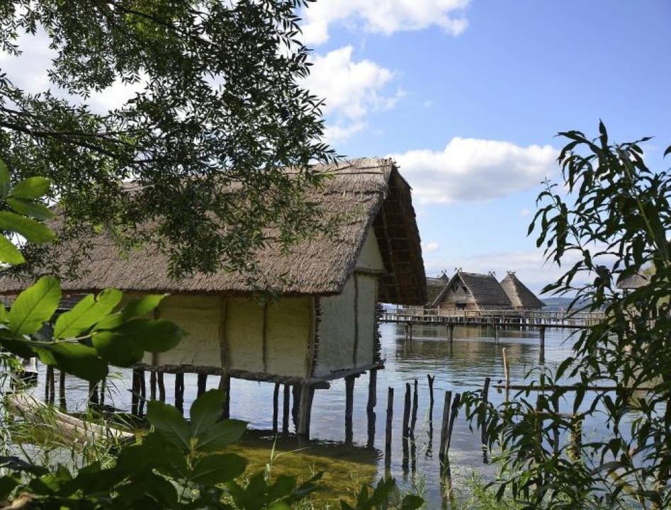 Ins Wasser gebaut: Pfahlbauten am  Bodensee.     Foto: Anita Fertl