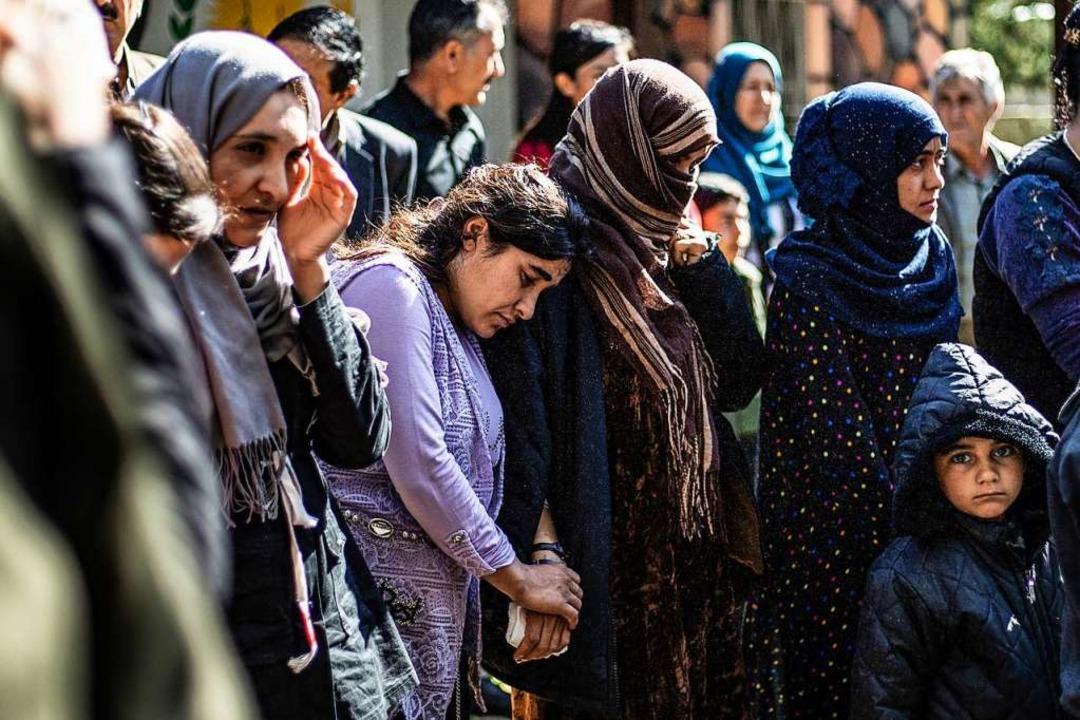 Jesidische Flüchtlinge, die aus den Gebieten des IS gerettet wurden  | Foto: DELIL SOULEIMAN