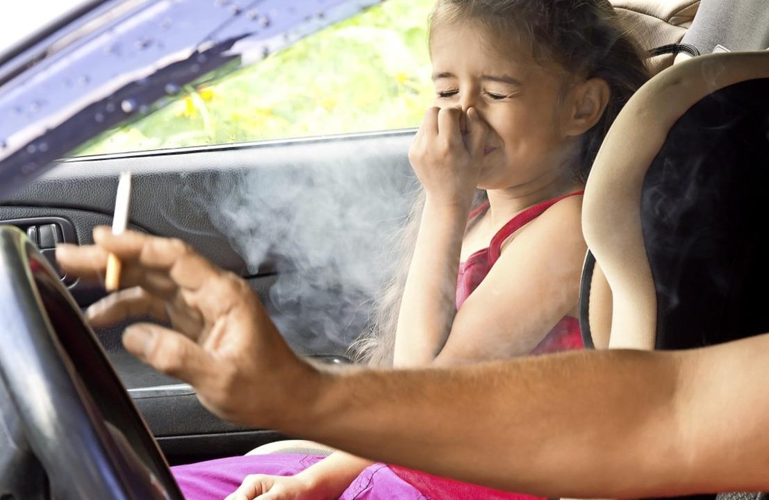 Pfui stinkt das: Passives rauchen im Auto schadet Kindern und Jugendlichen.  | Foto: Larisa Kapustkina