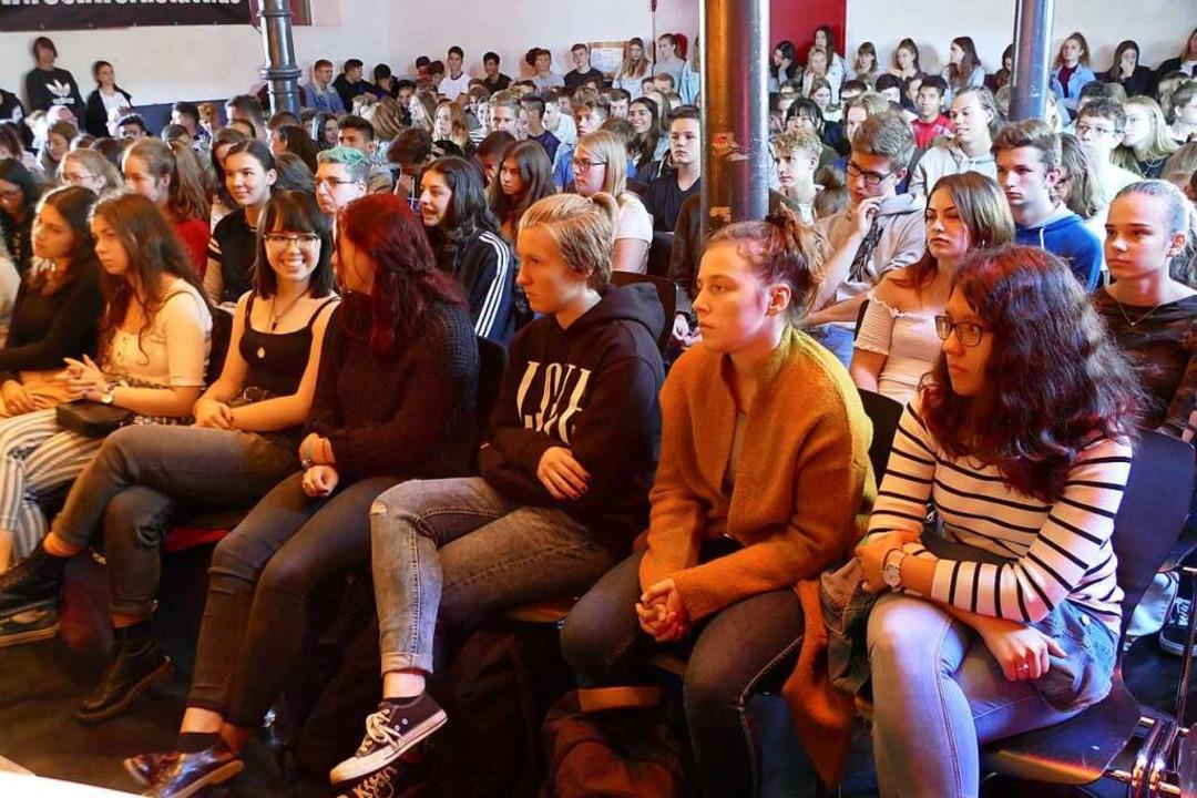 Zur Podiumsdiskussion mit den OB-Kandidaten kamen viele Schüler.    Foto: Tamara Keller