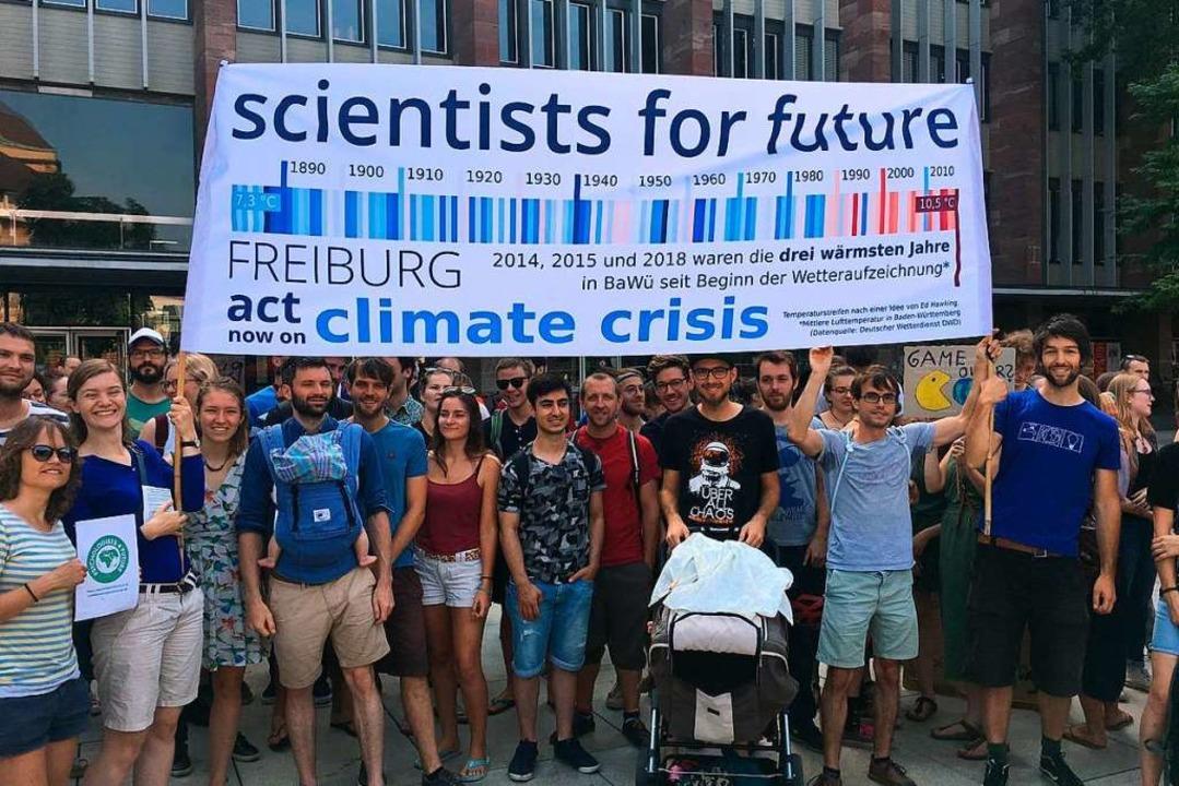 Scientists for Future bei einer Demo auf dem Platz der Alten Synagoge  | Foto: Privat