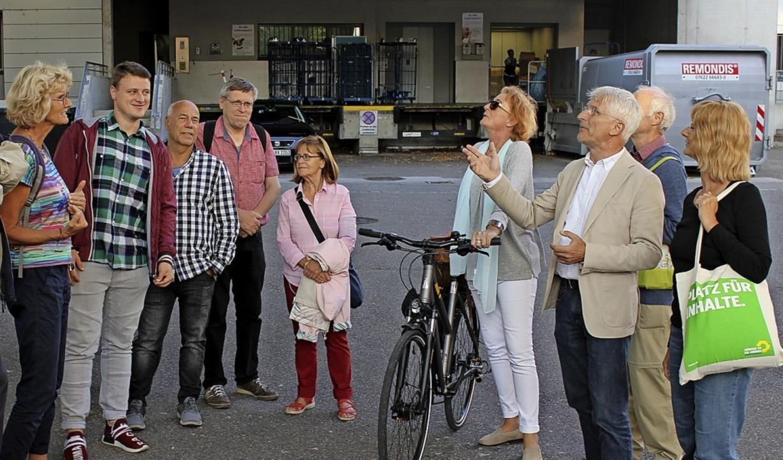 Bei einem Stadtrundgang diskutierten B...ine klimafreundliche Stadtentwicklung.  | Foto: Lea Breitsprecher