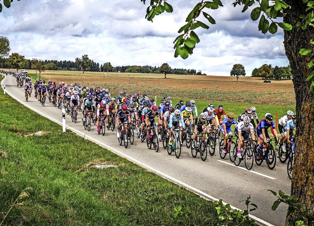 Rasante Hatz über autofreie Straßen au... Sonntag stehen zwei Etappenrennen an.  | Foto: Sauser