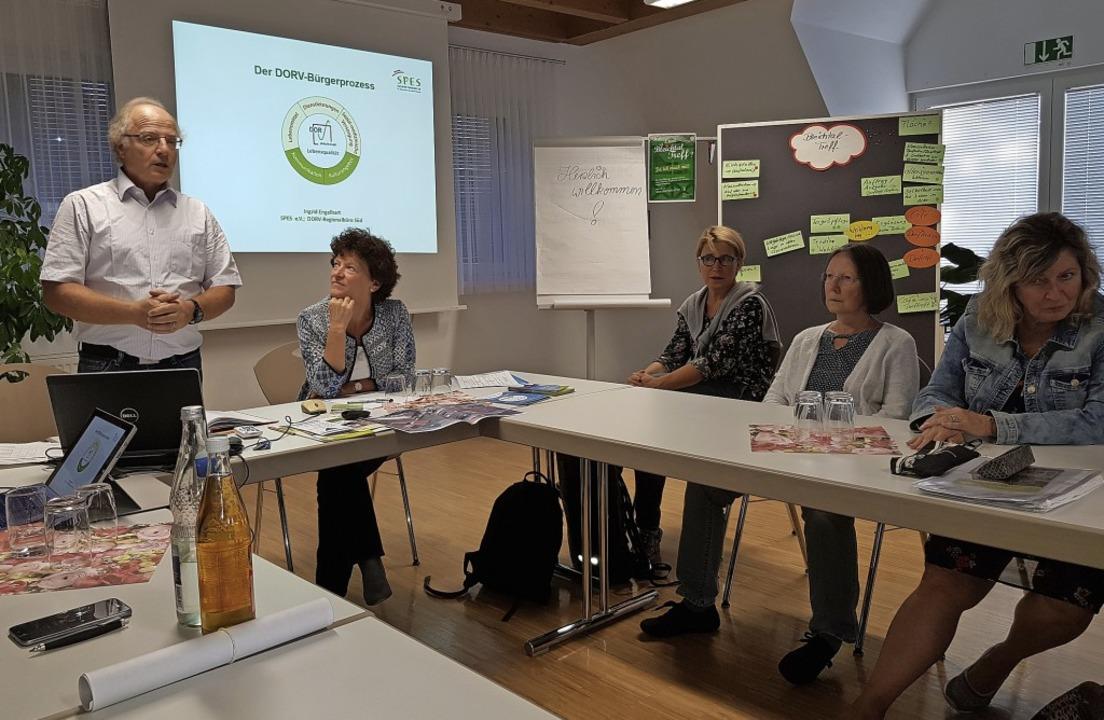 Projektleiter Andreas Marx (links) und...senlager vor interessierten Zuhörern.   | Foto: Werner Schnabl