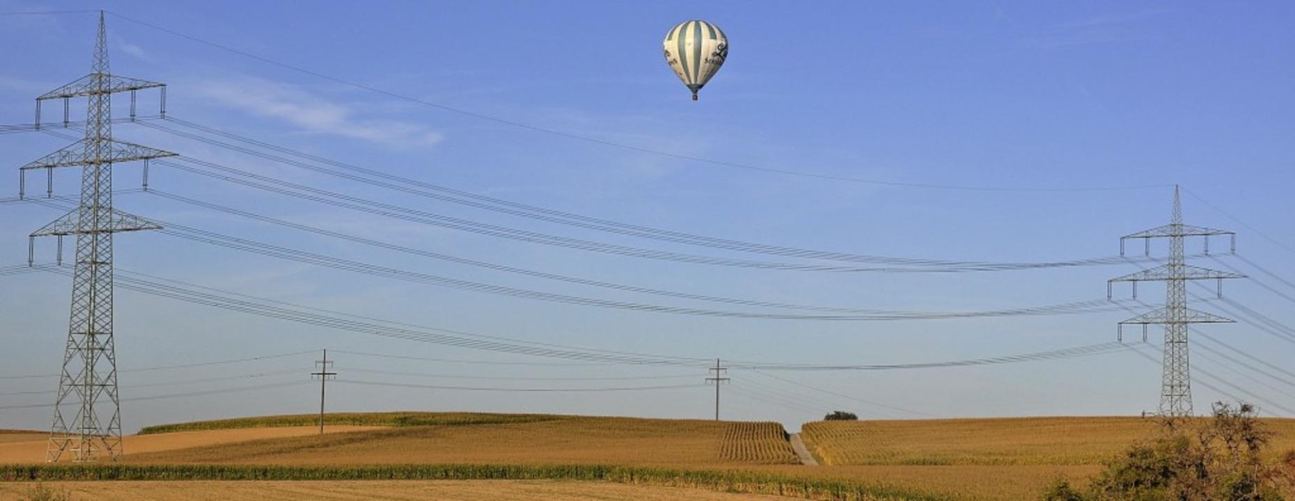Mit der Vergabe der  Stromkonzession f...gt die Hochspannungsleitung bei Gupf.     Foto: Jutta Schütz