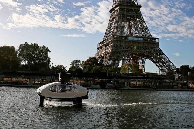 Wassertaxis sollen Passagiere in Paris über die Seine bringen