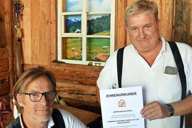 Martin Zipfel aus Kirchzarten ist seit 40 Jahren im selben Betrieb Zimmermann