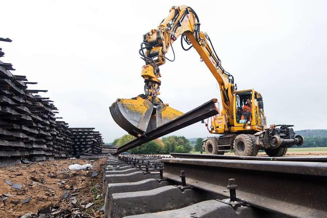 Wie geht es mit der Rheintalbahn weiter?    Foto: Julian Stratenschulte (dpa)