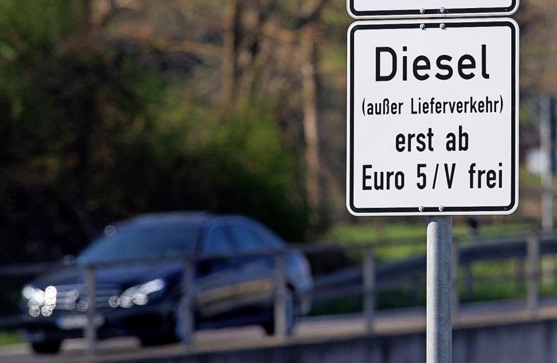 In der Stuttgarter Umweltzone gilt sch...g auf Euro-5-Modelle wird nachgedacht.  | Foto: Marijan Murat (dpa)