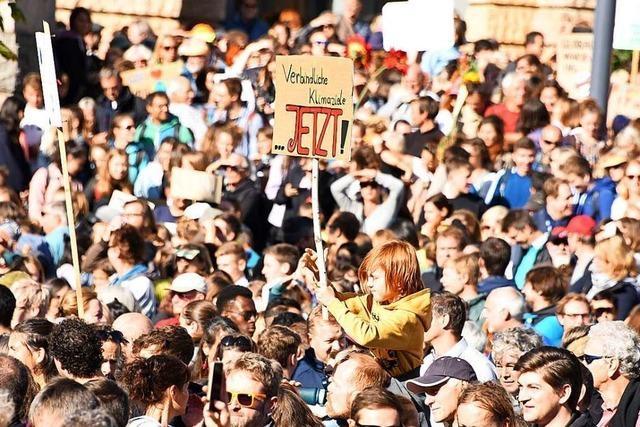 Veranstalter müssen Demo-Strecke kürzen -wegen zu vieler Klima-Demonstranten