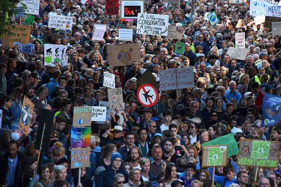 Bunt, laut und fröhlich: Fridays-For-Future-Klimastreik in Freiburg (Foto: Rita Eggstein)