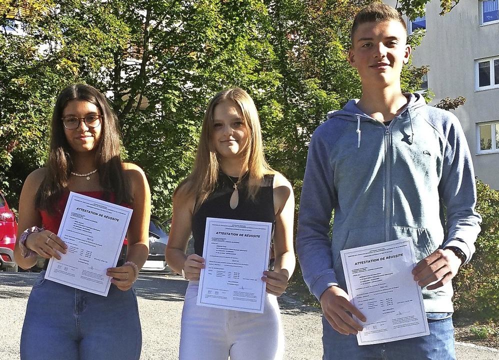 Angelina Merk, Tanja Kienzler und Fabi...ntes Sprachdiplom für Französisch ab.   | Foto: Birgit Eccarius