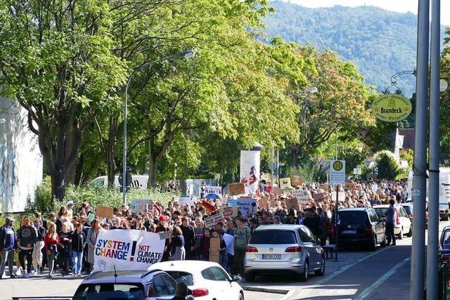 In Offenburg gehen 2000 Menschen gegen den Klimawandel auf die Straße