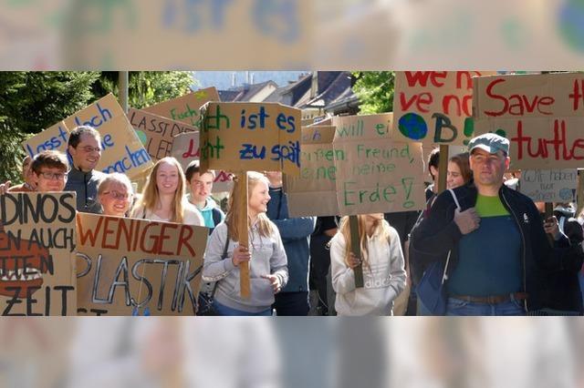 130 Menschen gehen in Neustadt für die Klimawende auf die Straße