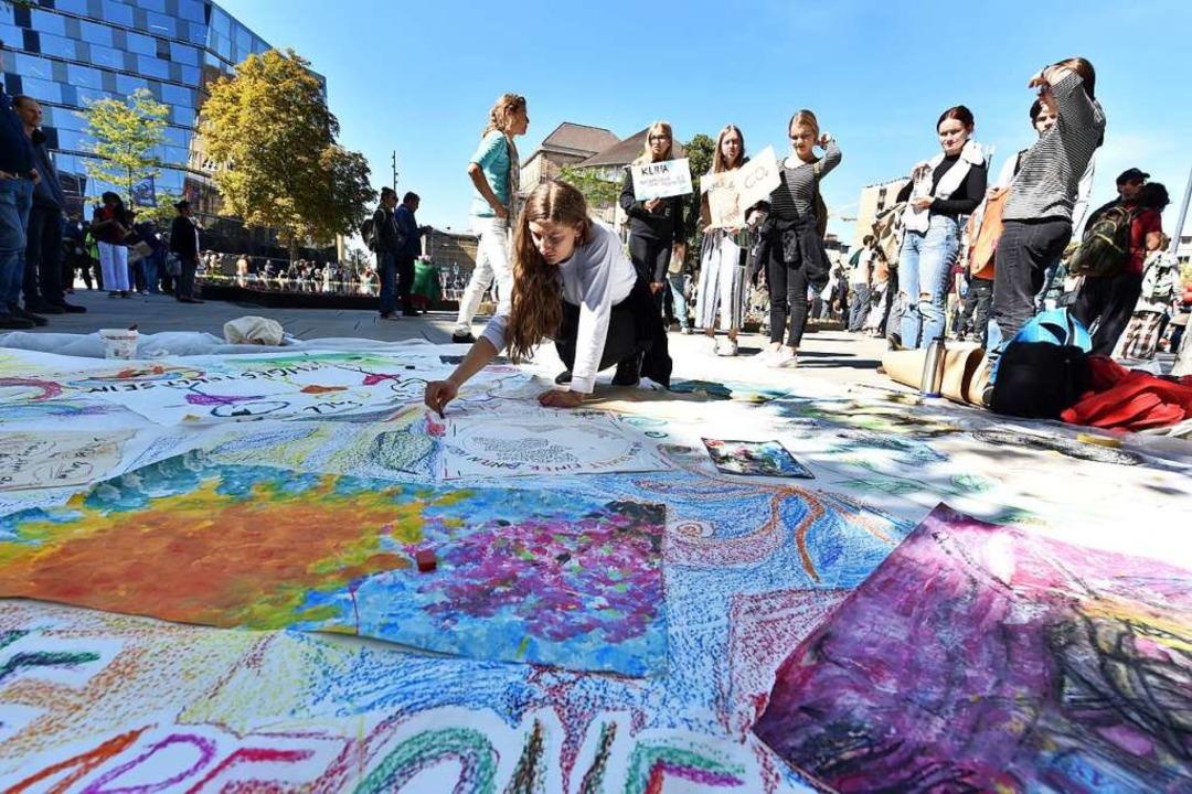 Auch mit Kunst machten die Demonstranten ihre Anliegen deutlich.  | Foto: Rita Eggstein