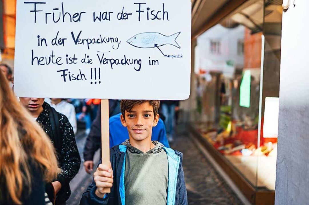 Keine Lust auf Mikroplastik: Ein junger Demonstrant bei der Demo in Freiburg  | Foto: Fabio Smitka