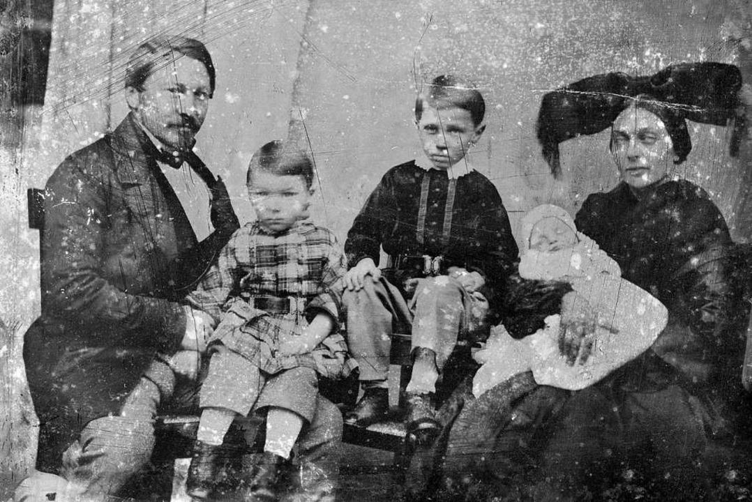 Er lebte seine Ideen und setzte sie um:  Marcus Pflüger im Kreis seiner Familie  | Foto: Carola Hoécker
