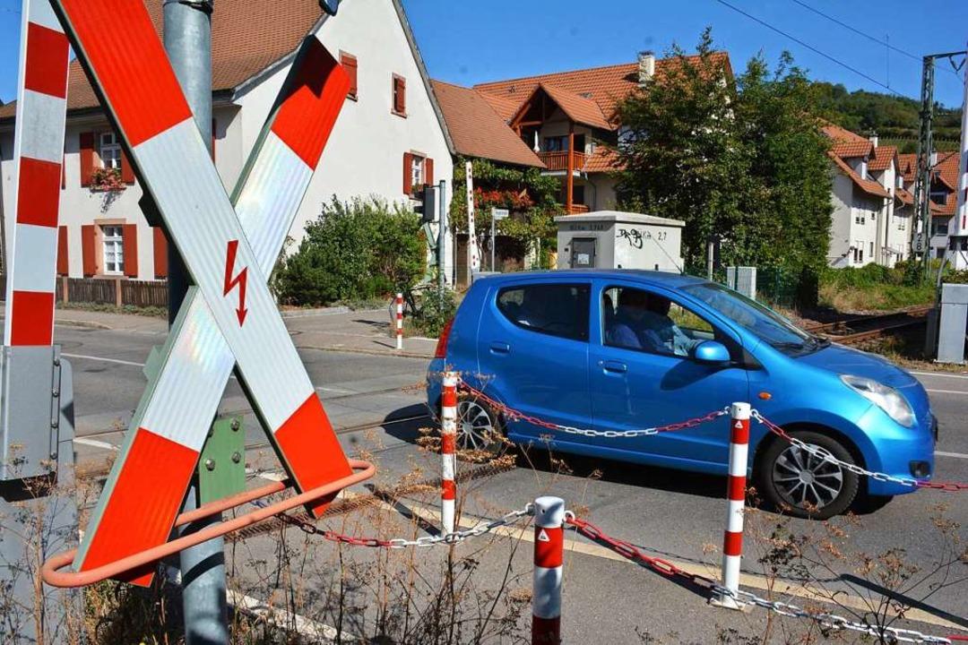 Am Bahnübergang in Altweil ist Vorsicht geboten.  | Foto: Hannes Lauber