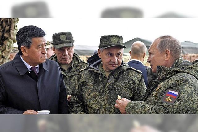 Russland und China halten Manöver ab