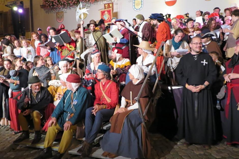Es ist ein Riesen-Event: 800 Akteure verwandeln die Faust-Stadt Staufen in eine riesige historische Bühne. 1249 Jahre Stadtgeschichte finden ihren Niederschlag in Theaterstücken und einem bunten Bühnentreiben. Der Auftakt am Freitag. (Foto: Hans-Peter Müller)