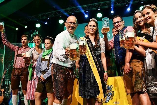 Fotos: Ozapft is beim fünften Brauersilvester im Lasser-Stadl in Lörrach
