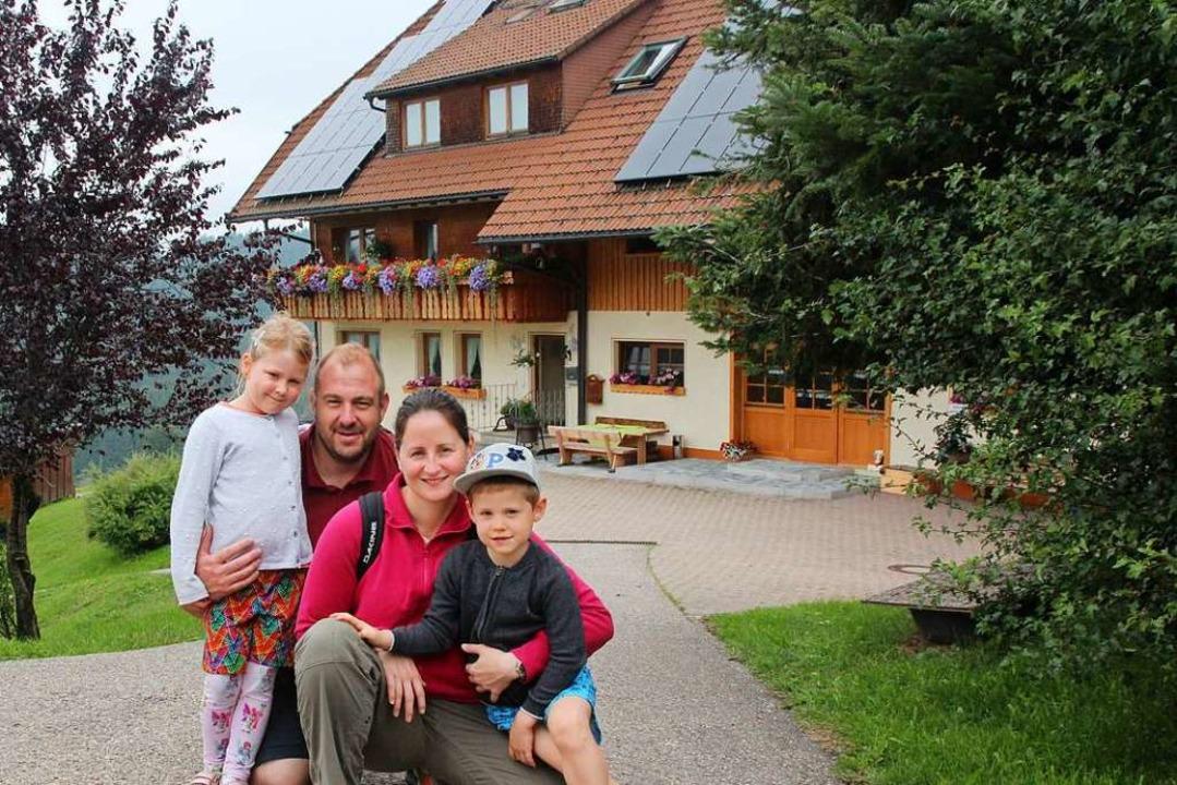 Peter und Stephanie Kemp aus Luxemburg mit ihren Kindern Claire und Eric  | Foto: Michael Saurer