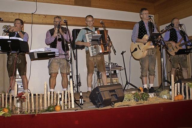 Volksmusiker werden mit Beifallsstürmen gefeiert