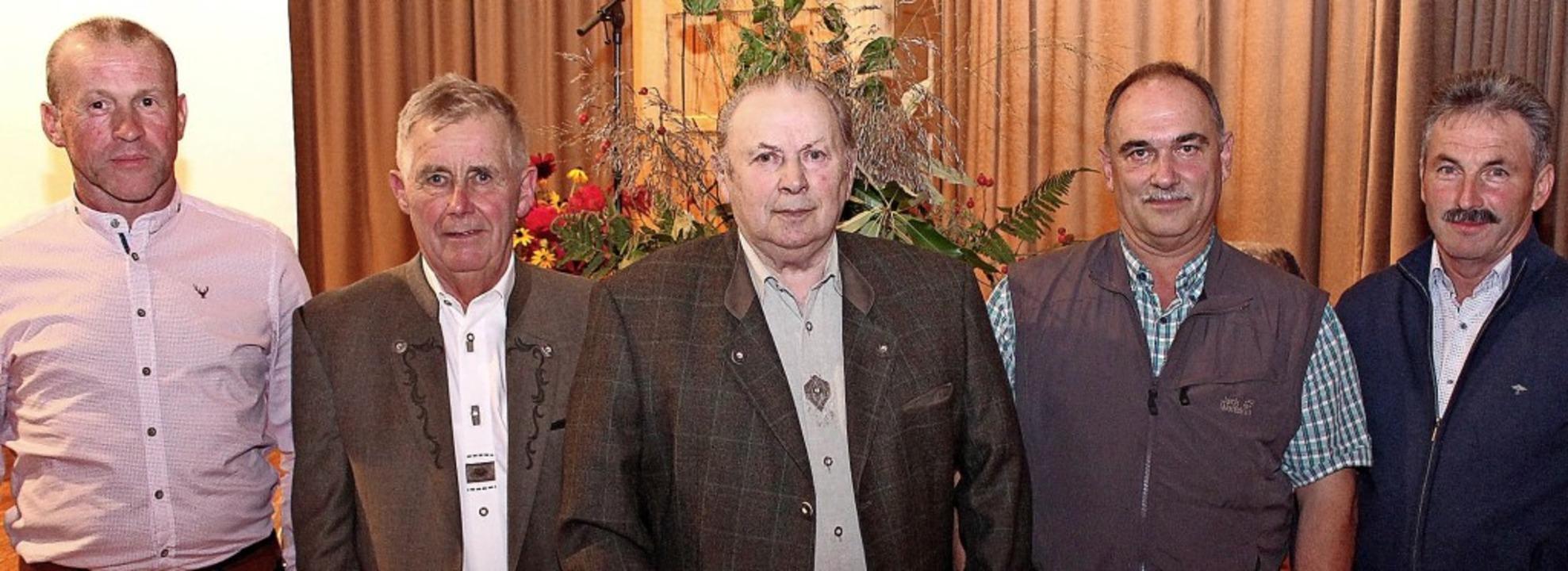 Der Vorsitzende der Forstbetriebsgemei...lle und Karl Beck (von links) geehrt.   | Foto: Reiner Beschorner