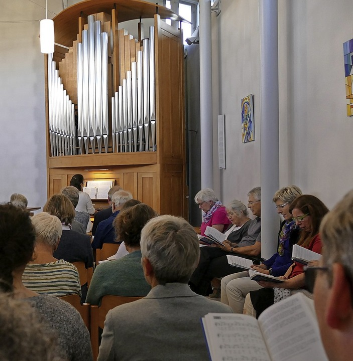Organistin Bettina Riedl führte mit Li...eine musikalische Reise durch Europa.   | Foto: Anna Uhlmann