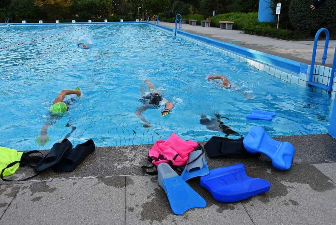 Die SSVG-Leistungsschwimmer zählten zu den letzten Badegästen.  | Foto: Heinz und Monika Vollmar