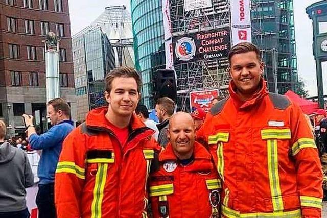 Weiler Feuerwehrmänner rennen 1390 Treppenstufen in Atemschutzausrüstung hoch