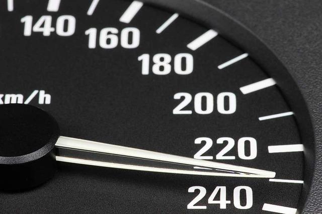 Schweizer Autofahrer ist mit 228 Sachen auf der A5 unterwegs