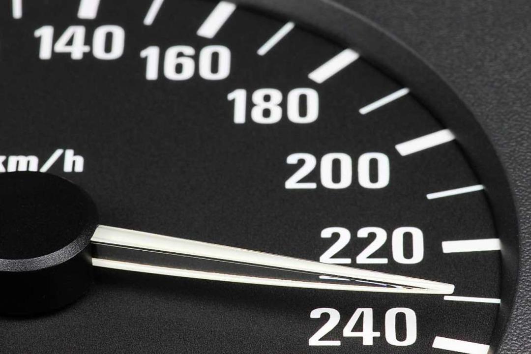 Fünf Autofahrer waren mit mehr als 160...it 228 Stundenkilometern. (Symbolbild)  | Foto: Bjrn Wylezich - Fotolia