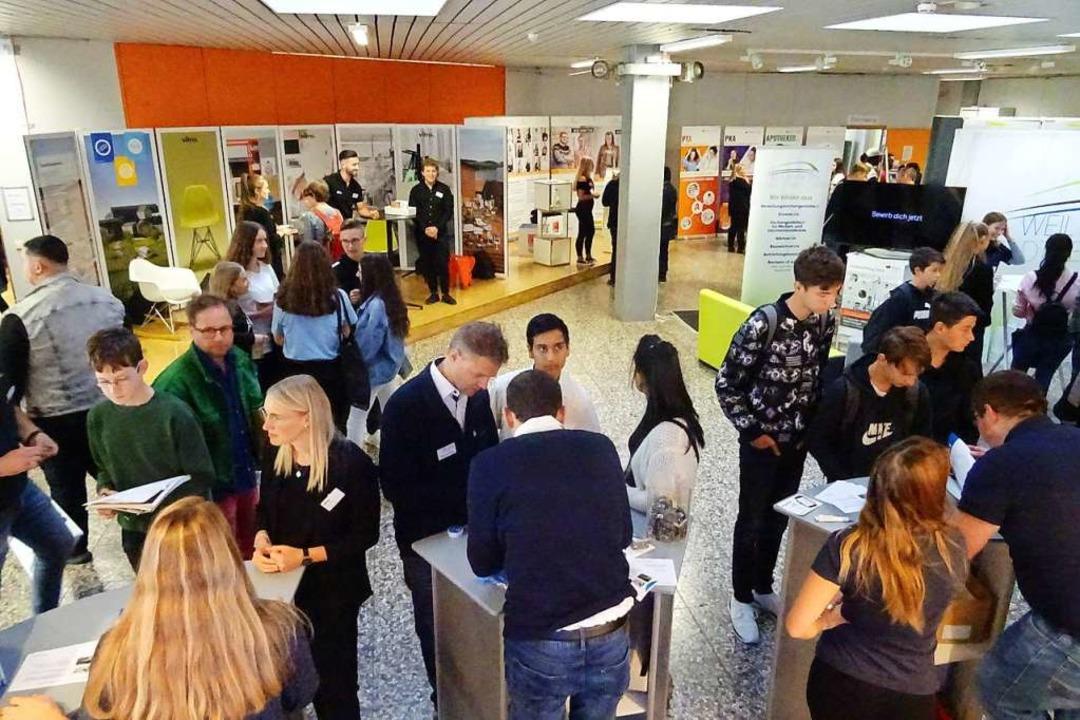 Über 300 verschiedene Berufe konnten s...sbildungsbörse am Samstag informieren.  | Foto: Yvonne Siemann