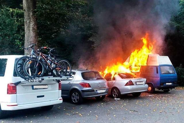 Kripo ermittelt, ob die Autos am Schänzle angezündet wurden