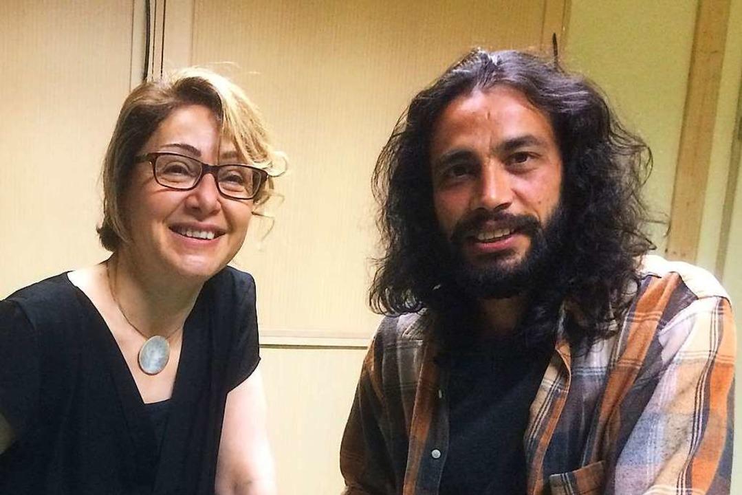 Nahid Manuchehri (links) und Navid A. in den Räumen der Chrischona Gemeinde  | Foto: Annemarie Rösch