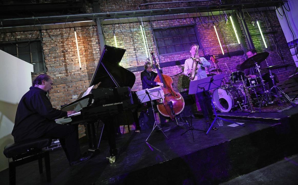 Das Jazz Quartett Peter Fulda, Henning...lechhalle des Bahnausbesserungswerks.   | Foto: Christoph Breithaupt