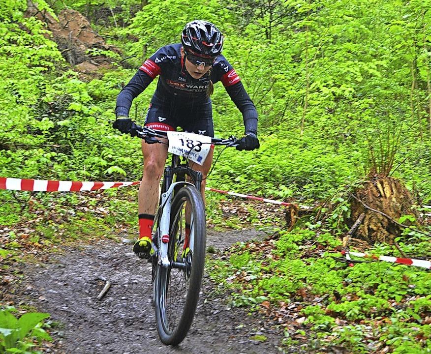Mächtig Druck auf dem Pedal: Lina Riesterer    Foto: Helmut Junkel